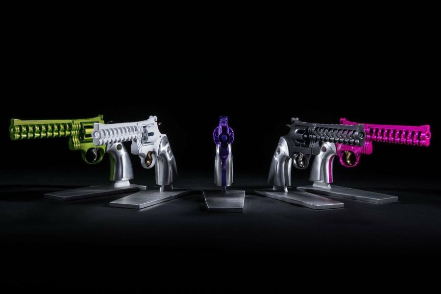 mini-gun-sculpture-colors-paint-colt-pink-white-green-black-purple-mathieu-chevalley