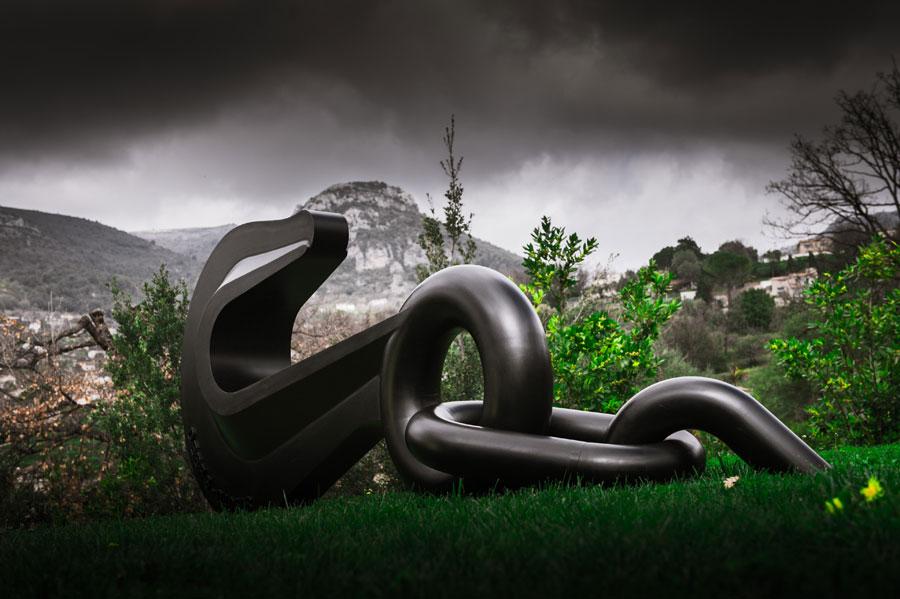 jean-octobon-giant-hook-sculpture-chain.jpg