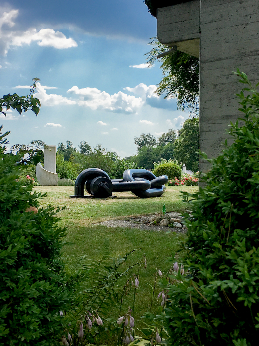 jean-octobon-sculpture-garden-decoration-design-giant-chain.jpg