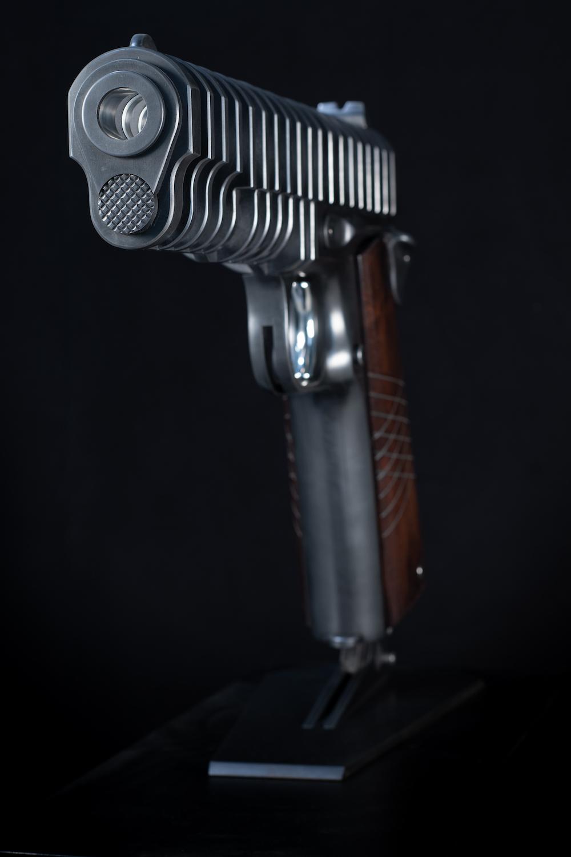 jean-octobon-sculpture-geant-gun-1